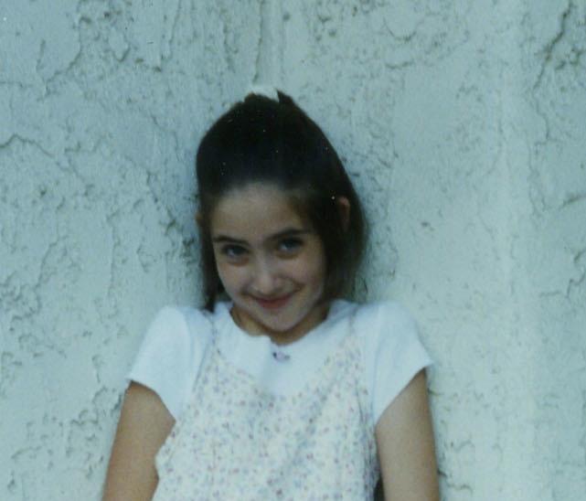 Alison Brie, foto de infância um em pinterest.com