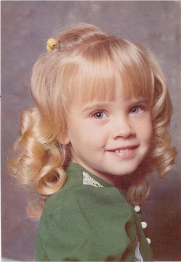 Jenny Mccarthy, foto de infancia uno en Celebbuzz.com