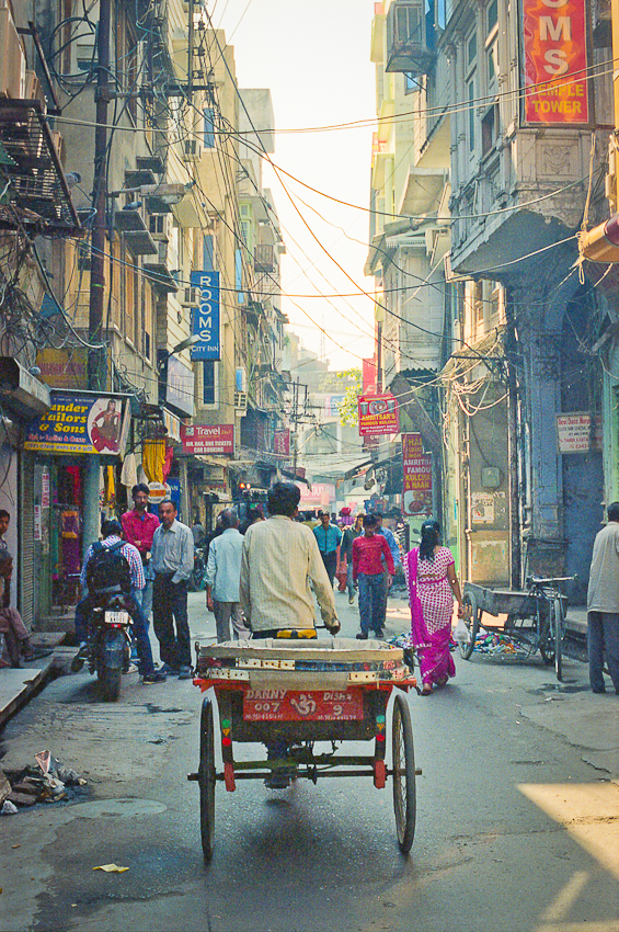 Amritsar 3d Wallpaper Man Pulling Cart In The Streets Of Amritsar India Entouriste
