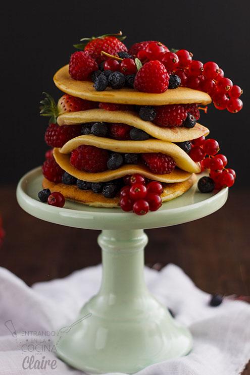 Pancakes o Tortitas americanas con frutos rojos
