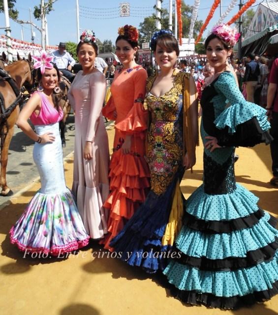 Feria de Sevilla 2015 Entre cirios y volantes