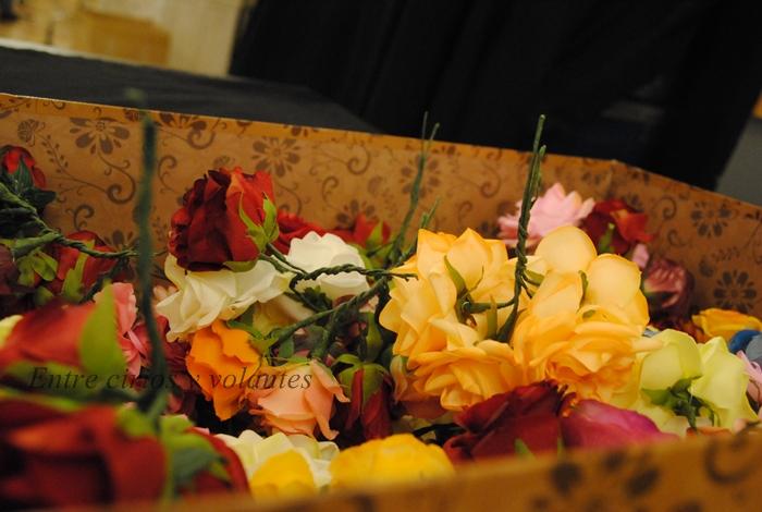 flores de flamenca ramillete de flores entre cirios y volantes