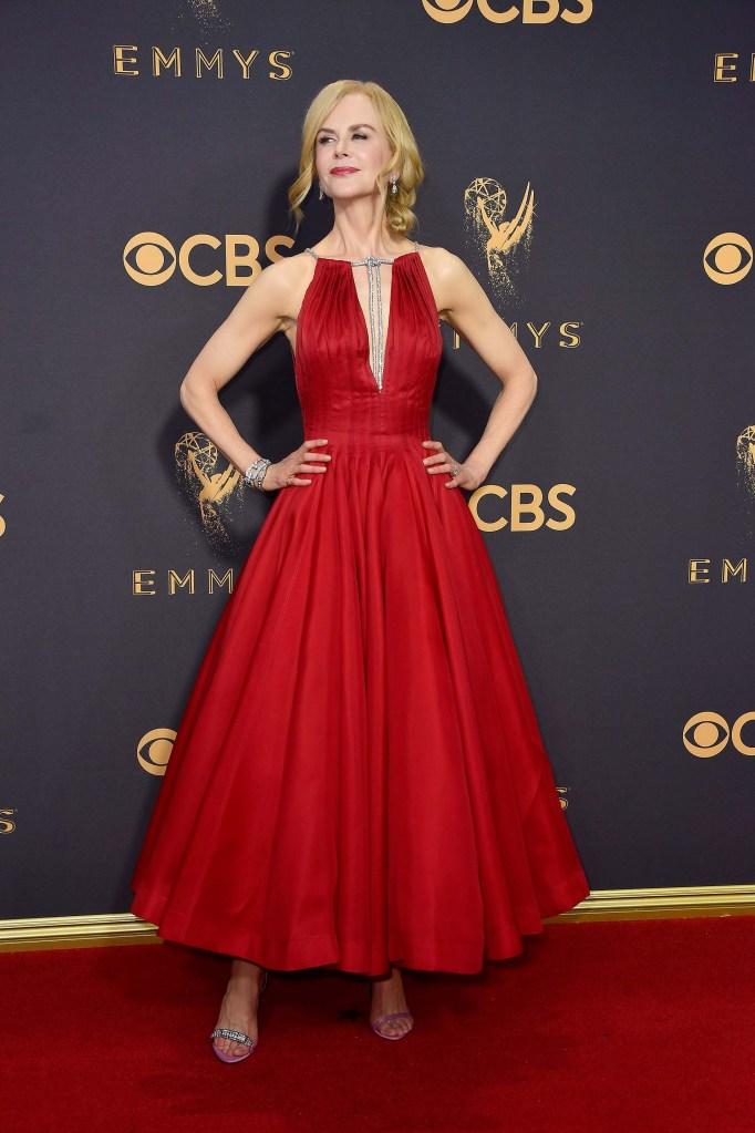 74e52f265 Los looks de la alfombra roja de los Emmys 2017