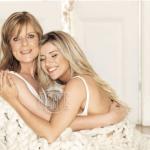 Laurita Fernandez y su mama son tapa de la Revista Gente. Nota