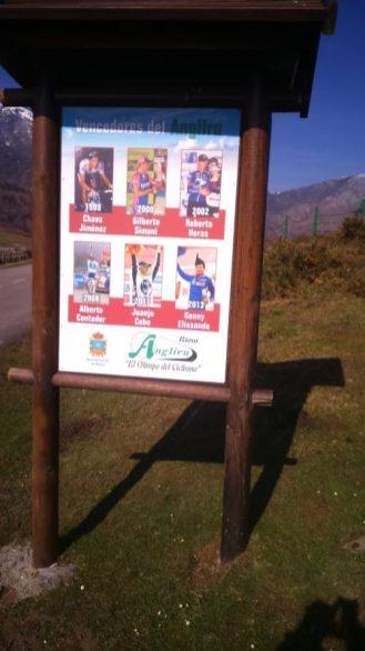 Dedicatoria a los ganadores de etapa del Angliru en la Vuelta