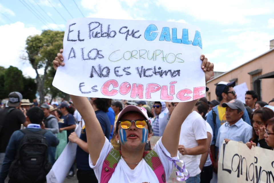 Manifestante en Xela el pasado 27 de agosto de 2015. Foto por Patricia Macías