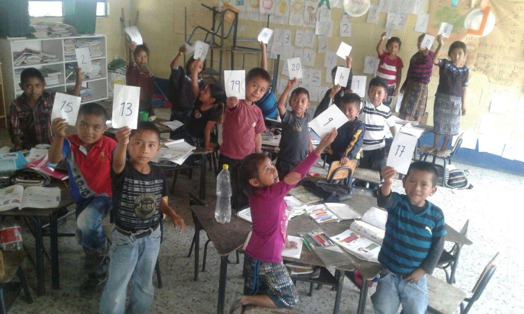 Niños en escuela de Joyabaj, El Quiché. Foto por Maribel Dubón.