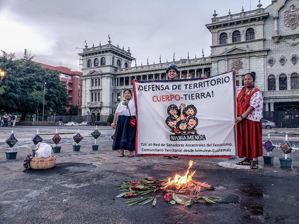 Fotografía de Juan José Jaramillo, Fuerza Latina, ceremonia en la Plaza de las niñas del 8 de marzo, Iximulew Guatemala. 6 de septiembre 2019, día Tz'i' de la justicia,