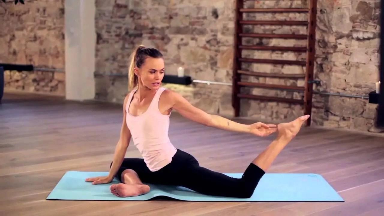 10 movimientos de yoga para mejorar la flexibilidad de tus ...