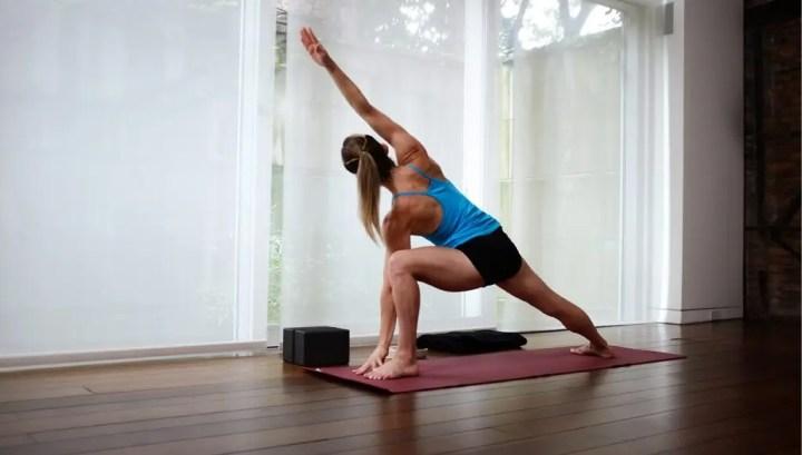 Poses de yoga si viajas con frecuencia