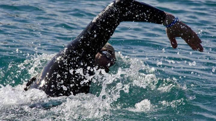 Cómo calentar antes de una competición de aguas abiertas