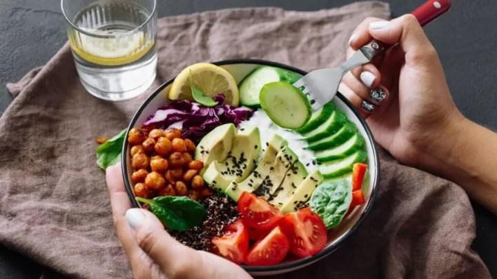 Comer despacio y con atención ayuda a perder peso