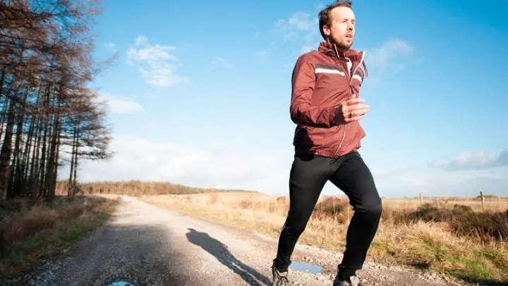 Cómo posicionar los brazos para correr mejor
