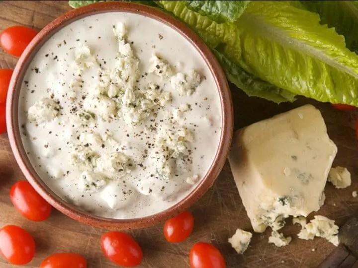 está bien el aderezo de ensalada de queso azul en la dieta cetogénica