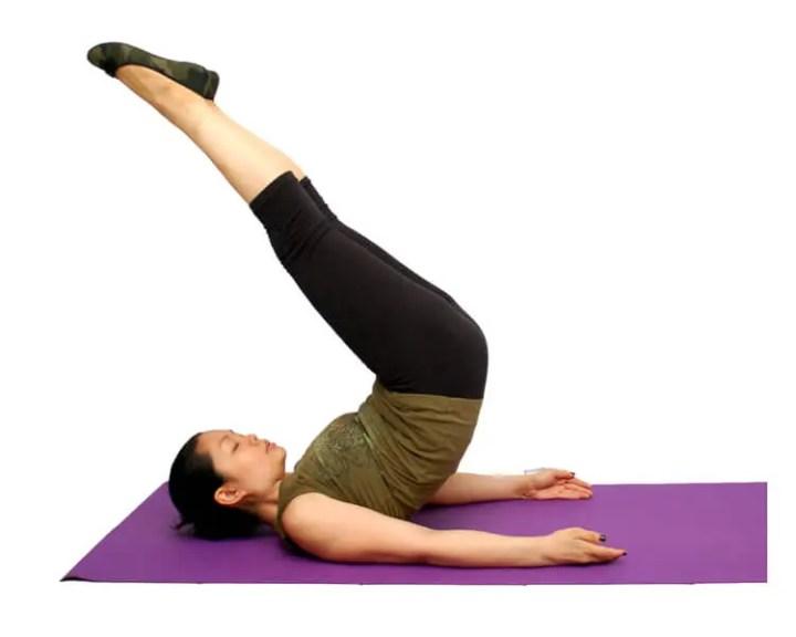 Cómo hacer las elevaciones de piernas sin dañar la espalda