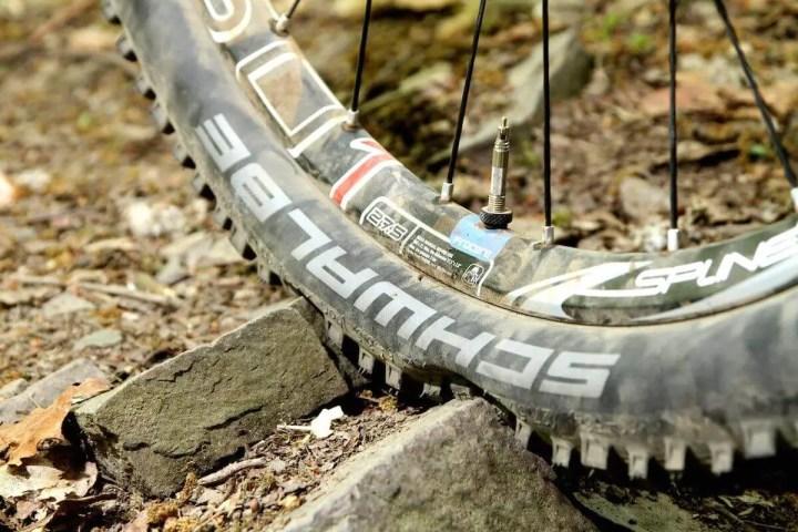 Cómo reparar el pinchazo de una bicicleta