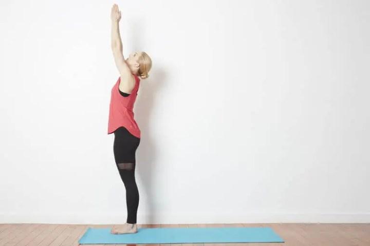 Poses de yoga que puedes hacer en tu escritorio