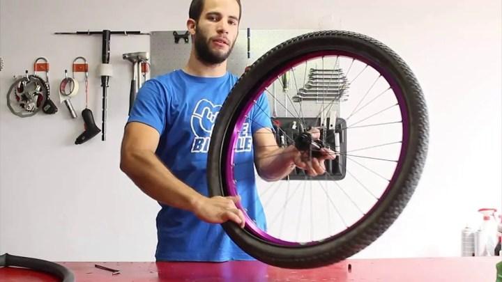 Qué hacer primero cuando se te pincha neumático de bicicleta