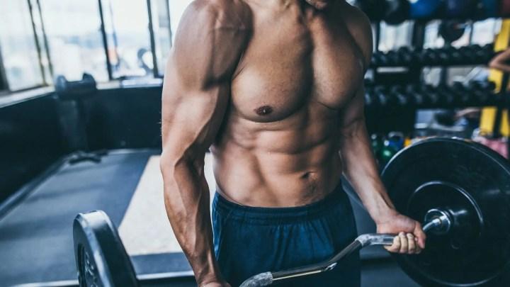 Mantener los codos estables durante el curl de bíceps