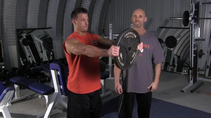 Elevación frontal de disco de pesas