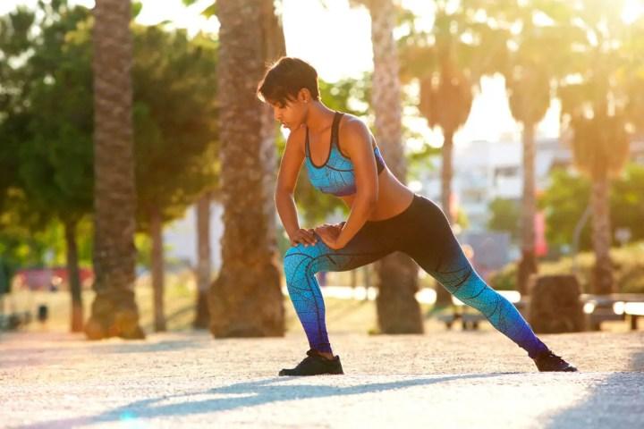 Estirar después de correr para prevenir dolores de espalda
