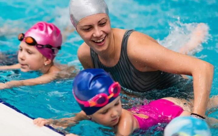 Ventajas de practicar natación para los niños