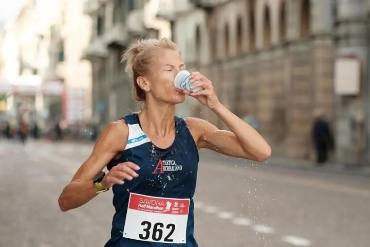 Mejor plan de hidratación y nutrición para ultramaratón