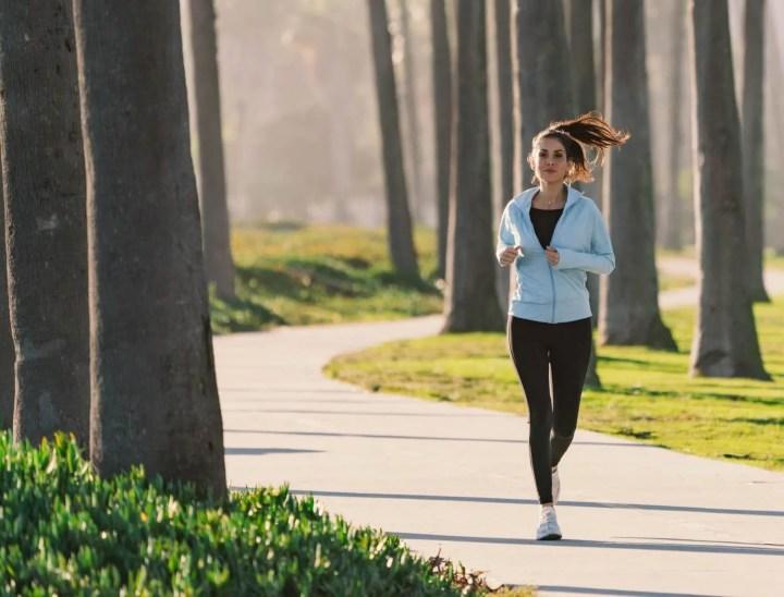 Cómo aclimatarte al clima de una carrera de running