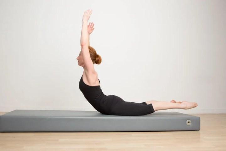 Cómo hacer el ejercicio del Cisne de Pilates
