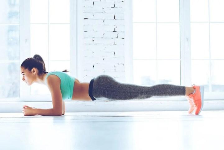 Cómo hacer el plank de antebrazo