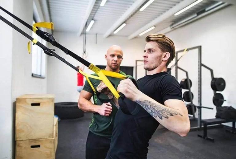 Los mejores 8 ejercicios con TRX para fortalecer tus brazos