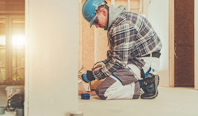 4 easy ways to keep your lone worker employees safe