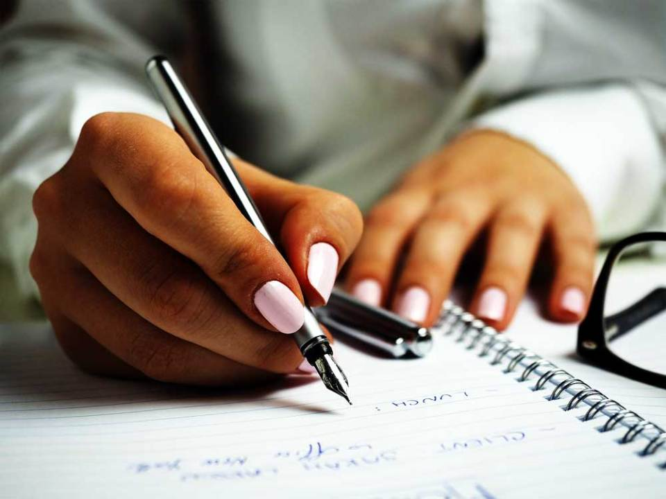 Menulis bagi kita