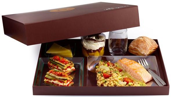 livraison de plateau repas la nouvelle tendance pour dejeuner sainement au bureau