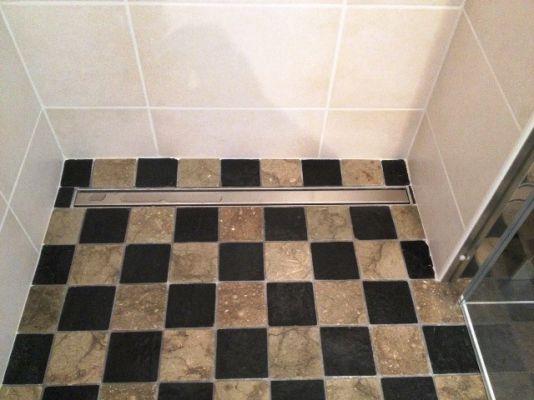 Douche  litalienne avec caniveau dtail  Travaux de rnovation salle de bains  Crolles