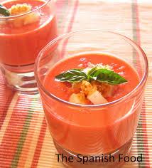 Copita helada de gazpacho de rosas frescas