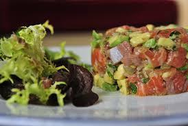 Pastel de salmón, bacalao fresco y aguacate