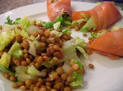 Ensalada de lentejas y salmón