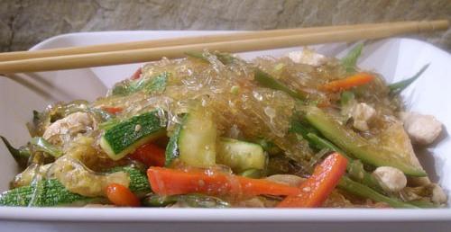 Wok de hortalizas con salsa de cacahuetes