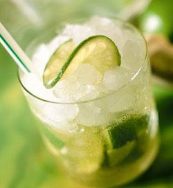 Bebidas típicas: Caipirinha, medio y medio y pisco sour