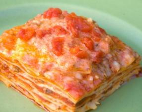 Lasaña de pasta con verduras y atún