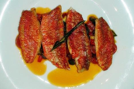 Salmonetes con tomate