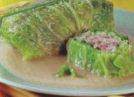 Rollitos de col con salsa de almendras