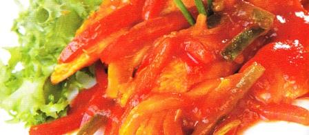 Pollo en salsa roja