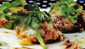 Huevos tontos con bisltos y borrajas en salsa verde