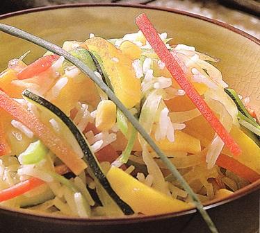 Wok de verduras con arroz, jengibre y piña