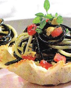 Cestitas de queso con espaguetis