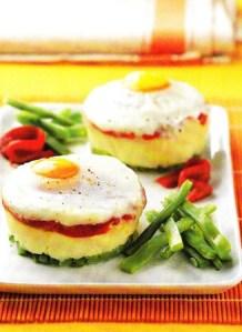 Huevos al hombro sobre hortalizas