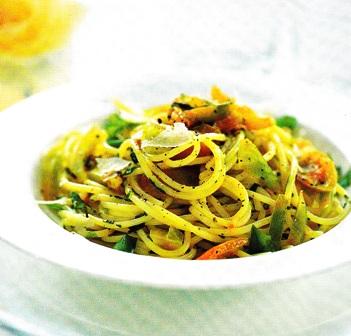 Espaguetis con tomates verdes