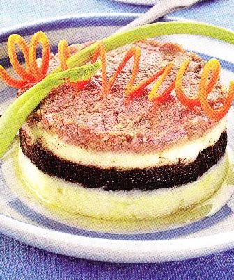 Pastel de patatas con aceitunas y anchoas
